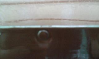 霧除けの釘をトンカチで処理した後に塗装施工