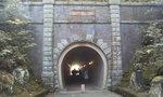 独りでは歩けないトンネル